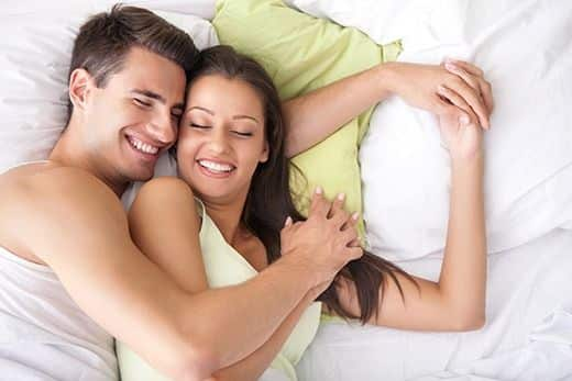 ejaculacao-precoe-casal-feliz