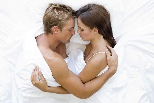 tratamento-para-a-ejaculacao-precoce-casal-carinho