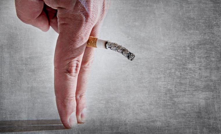 Fumar cigarros está matando sua vida amorosa 5